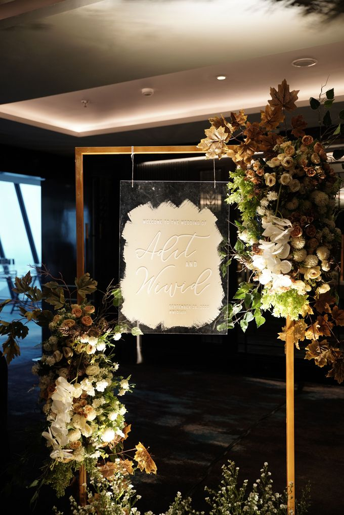 Adit & Wiwid Wedding At JHL Solitaire Serpong by Fiori.Co - 008