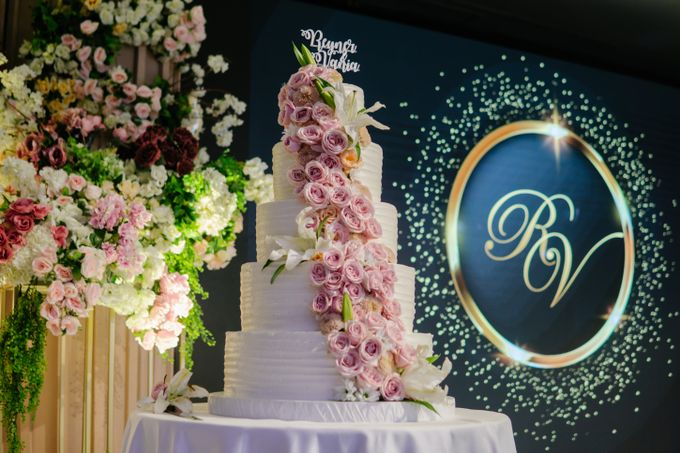The Wedding Cake Of Reyner & Vania by Moia Cake - 001
