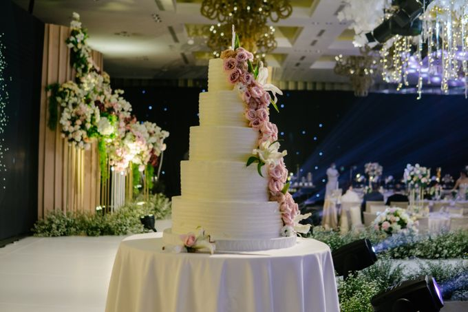 The Wedding Cake Of Reyner & Vania by Moia Cake - 002