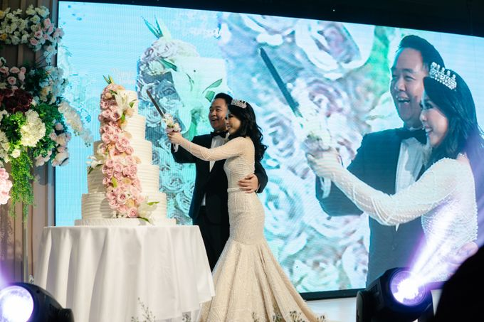 The Wedding Cake Of Reyner & Vania by Moia Cake - 004