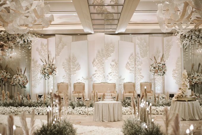 Clean and Elegant Wedding at Ayana MidPlaza by Classy Decor - 011