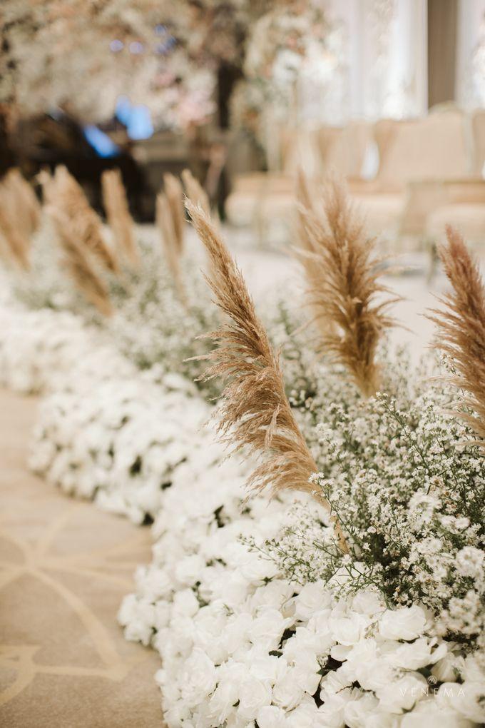 Clean and Elegant Wedding at Ayana MidPlaza by Priscilla Myrna - 003