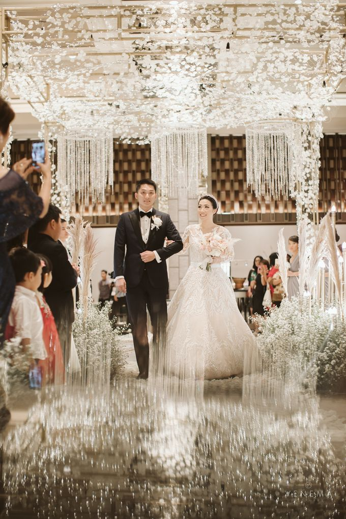 Clean and Elegant Wedding at Ayana MidPlaza by Priscilla Myrna - 004