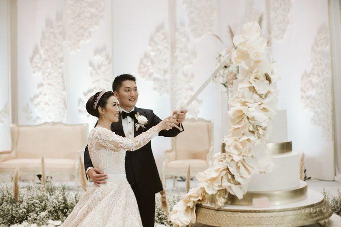 Clean and Elegant Wedding at Ayana MidPlaza by Priscilla Myrna - 015