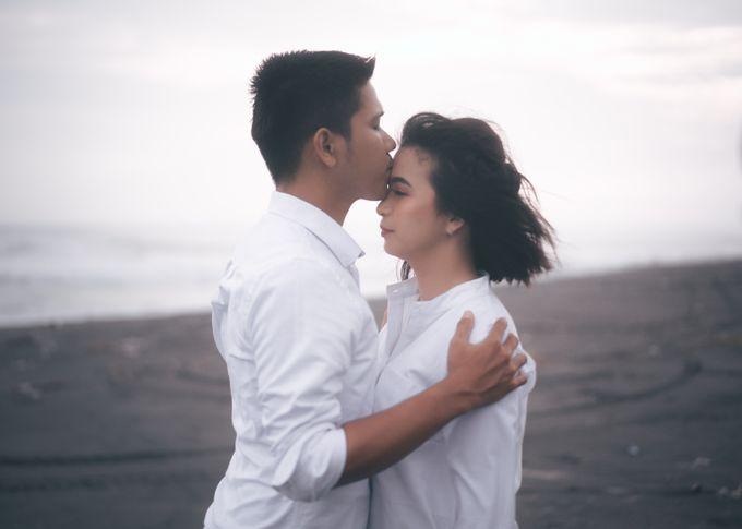 Prewedding Sara dan Jonathan by jogjasendu - 021