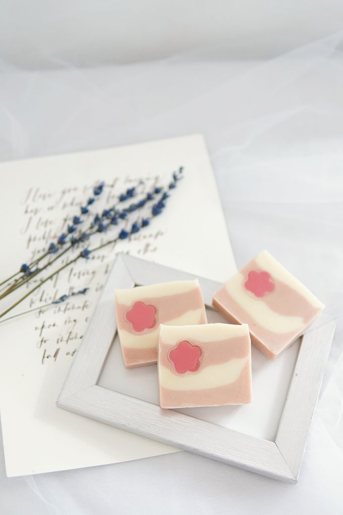 HANDMADE NATURAL SOAP GIFT by Jollene Gifts - 004
