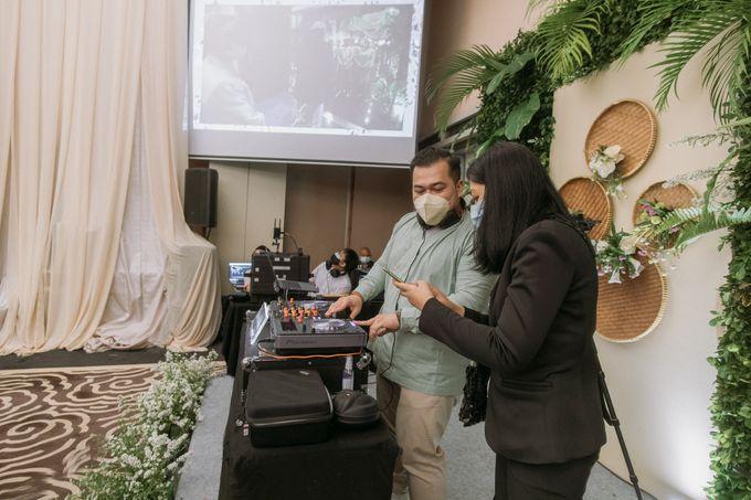 Intimate Akad   Financial Club Jkt - Riri & Kemal by diskodiwedding - 011
