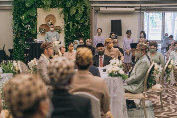 Intimate Akad   Financial Club Jkt - Riri & Kemal by diskodiwedding - 006
