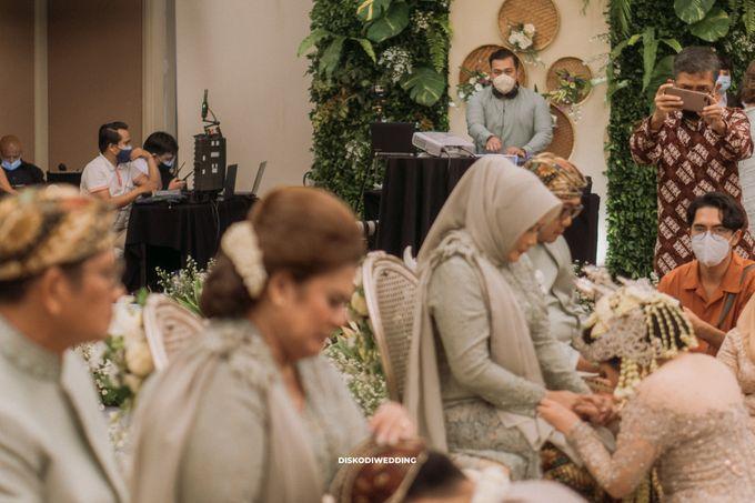 Intimate Akad   Financial Club Jkt - Riri & Kemal by diskodiwedding - 009