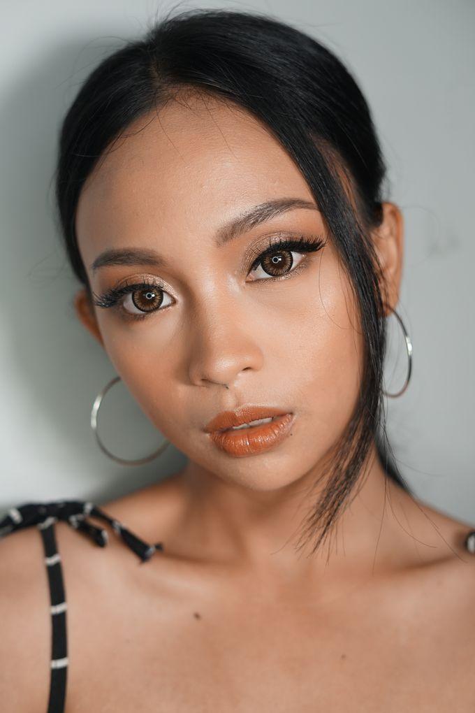 Natural Glowing Make Up by mikUP - 004