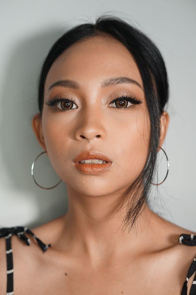 Natural Glowing Make Up by mikUP - 005