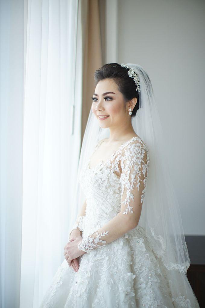 Erwin & Gita Wedding by evelingunawijaya - 002