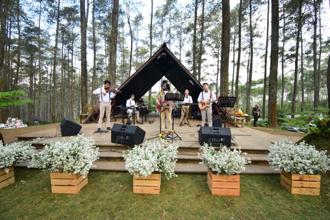 Sastri & Luthfan Wedding At Orchid Forest Lembang by Josh & Friends Entertainment - 006