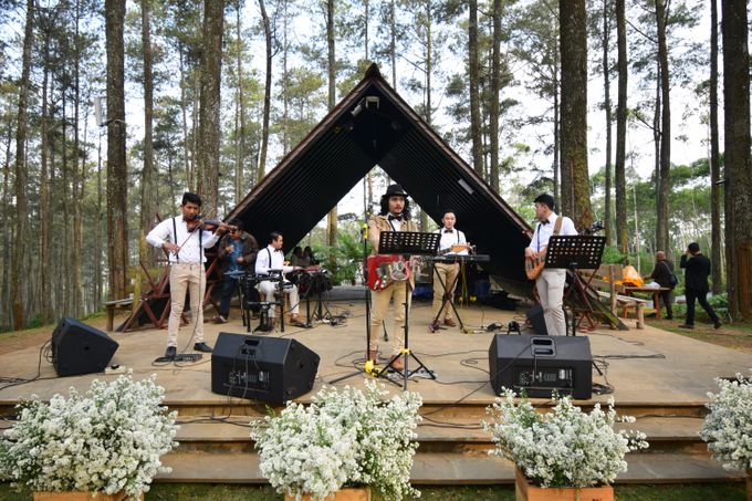 Sastri & Luthfan Wedding At Orchid Forest Lembang by Josh & Friends Entertainment - 008