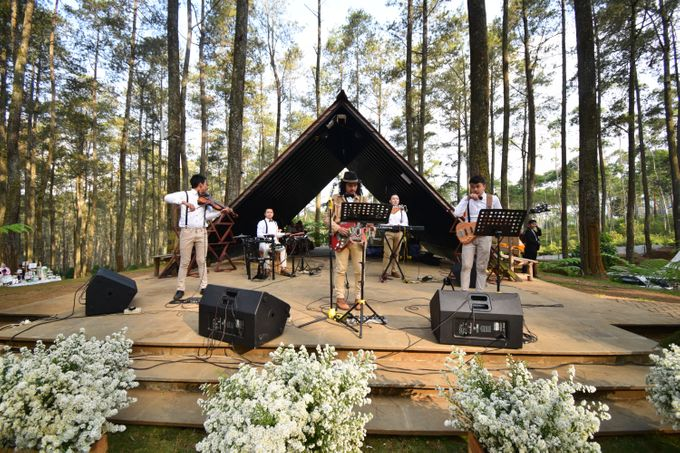 Sastri & Luthfan Wedding At Orchid Forest Lembang by Josh & Friends Entertainment - 009