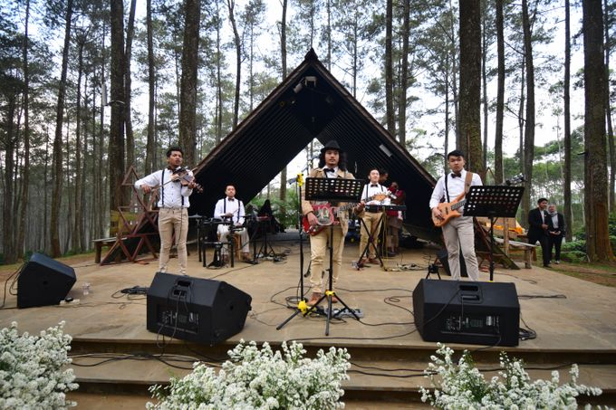 Sastri & Luthfan Wedding At Orchid Forest Lembang by Josh & Friends Entertainment - 007