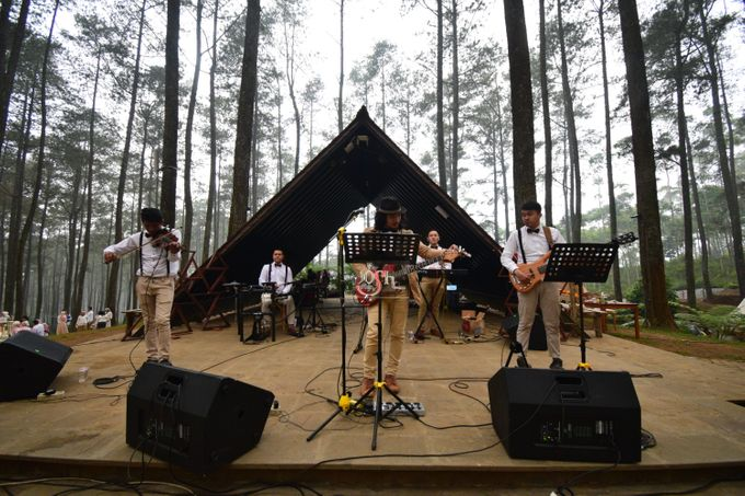 Sastri & Luthfan Wedding At Orchid Forest Lembang by Josh & Friends Entertainment - 005