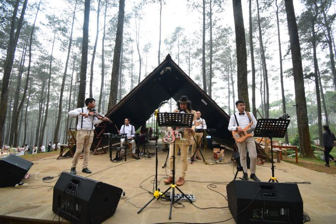 Sastri & Luthfan Wedding At Orchid Forest Lembang by Josh & Friends Entertainment - 003