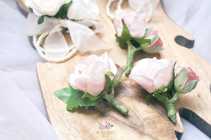 Corsages & Hand Corsages for Erdick Stephanie Wedding by Floral Treats - 005