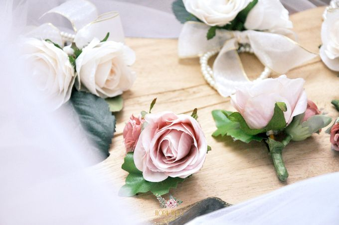 Corsages & Hand Corsages for Erdick Stephanie Wedding by Floral Treats - 006