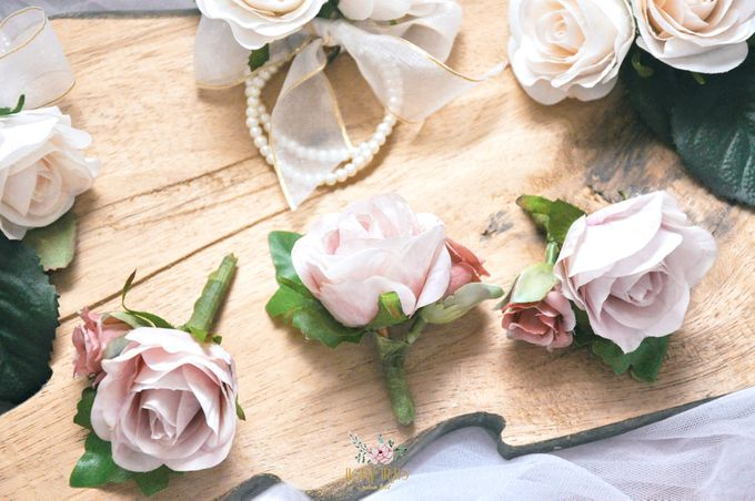 Corsages & Hand Corsages for Erdick Stephanie Wedding by Floral Treats - 007