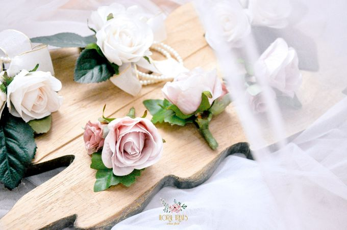 Corsages & Hand Corsages for Erdick Stephanie Wedding by Floral Treats - 008
