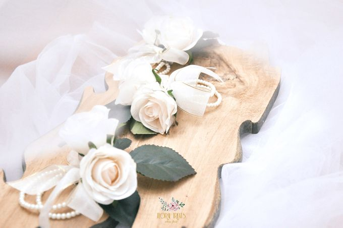 Corsages & Hand Corsages for Erdick Stephanie Wedding by Floral Treats - 009