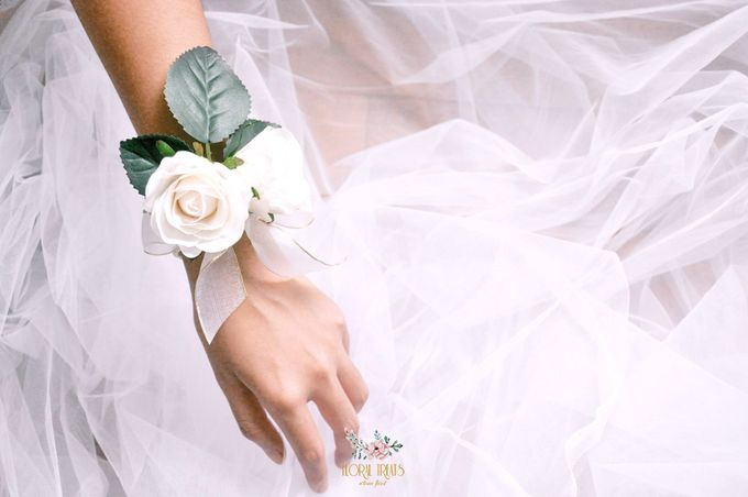 Corsages & Hand Corsages for Erdick Stephanie Wedding by Floral Treats - 010