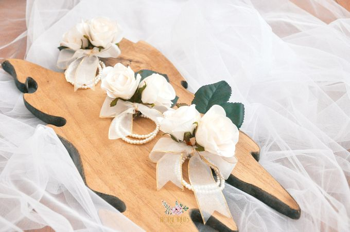 Corsages & Hand Corsages for Erdick Stephanie Wedding by Floral Treats - 011