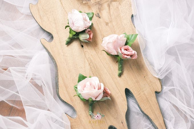 Corsages & Hand Corsages for Erdick Stephanie Wedding by Floral Treats - 012