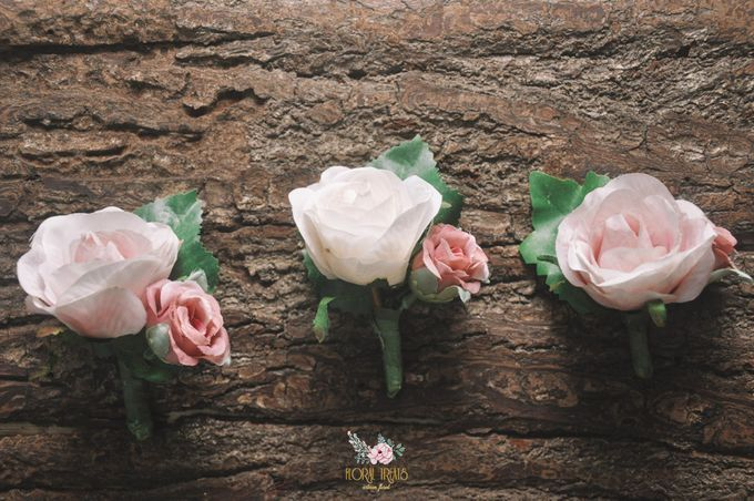 Corsages & Hand Corsages for Erdick Stephanie Wedding by Floral Treats - 001