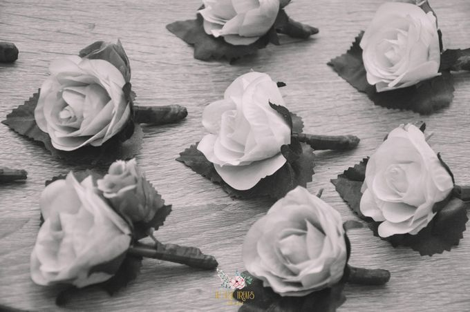 Corsages & Hand Corsages for Erdick Stephanie Wedding by Floral Treats - 017