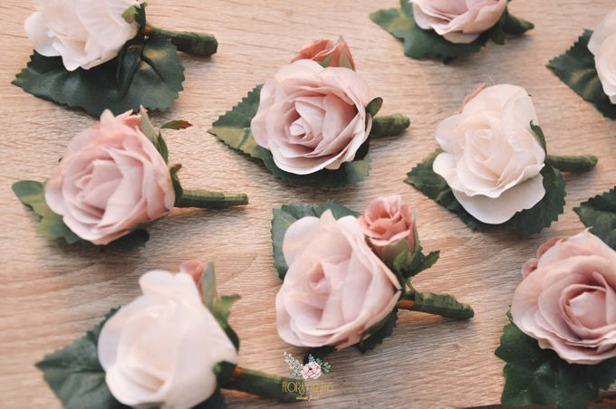 Corsages & Hand Corsages for Erdick Stephanie Wedding by Floral Treats - 018