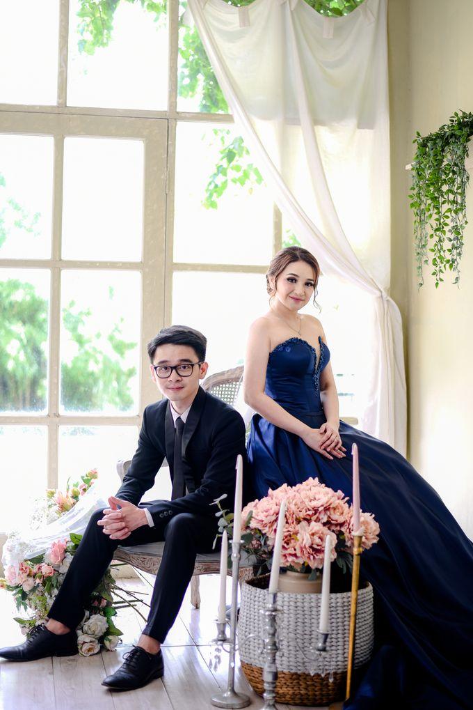Studio Pre Wedding Devina & Denis by Bondan Photoworks - 005