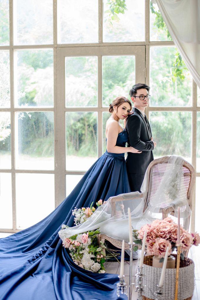 Studio Pre Wedding Devina & Denis by Bondan Photoworks - 017