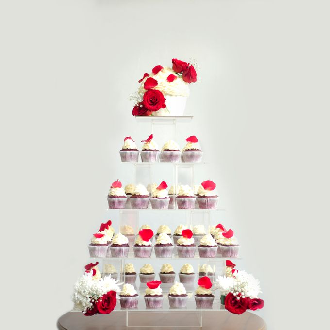 Wedding cakes and cupcakes by CUPCAKES COMPANY - 005
