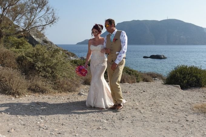 amazing wedding in Santorini by Christos Pap photography - 008