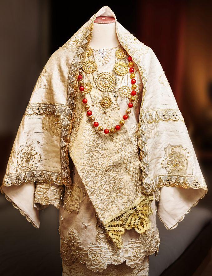 From The Traditional West Sumatra Wedding of Irsyad & Shella by Khayim Beshafa One Stop Wedding - 009