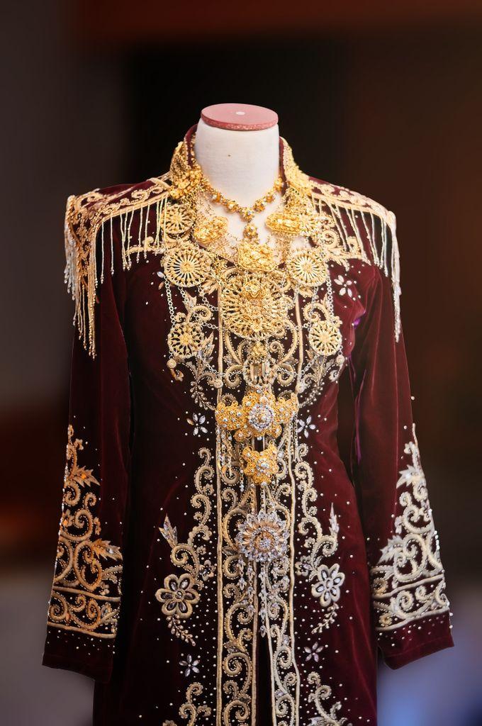 From The Traditional West Sumatra Wedding of Irsyad & Shella by Khayim Beshafa One Stop Wedding - 018