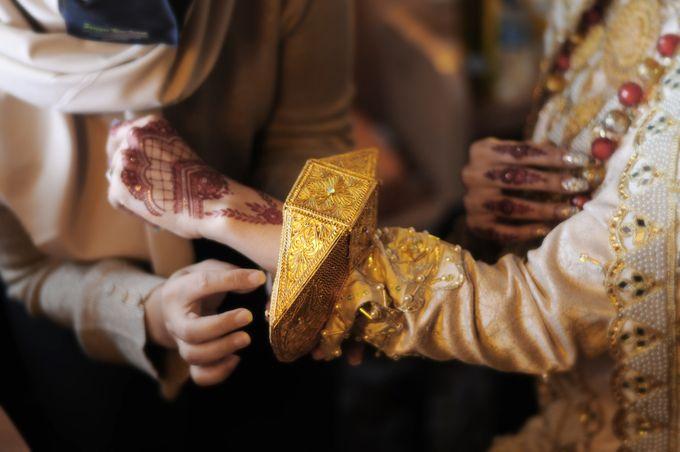 From The Traditional West Sumatra Wedding of Irsyad & Shella by Khayim Beshafa One Stop Wedding - 005
