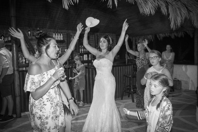 amazing wedding in Santorini by Christos Pap photography - 019