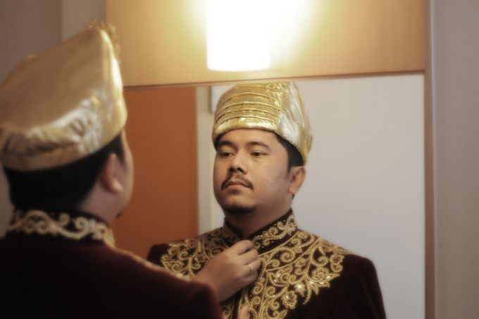 From The Traditional West Sumatra Wedding of Irsyad & Shella by Khayim Beshafa One Stop Wedding - 019