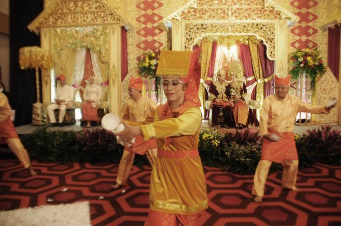 From The Traditional West Sumatra Wedding of Irsyad & Shella by Khayim Beshafa One Stop Wedding - 022