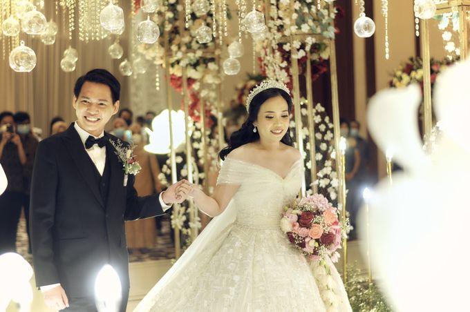 A Royal Wedding of dr. Erwin & dr. Feti by Khayim Beshafa One Stop Wedding - 013
