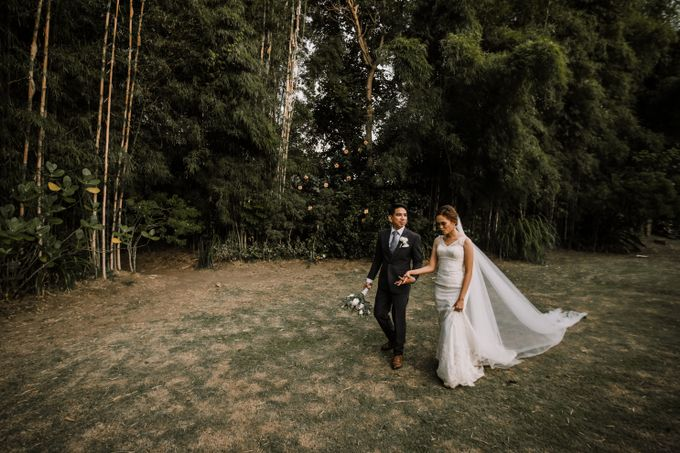 Andrew And Aprel Garden Wedding by Photo Clementine - 013