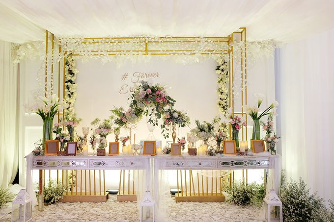 The Wedding of Eric & Cindy - Ritz Carlton Kuningan Ballroom by The Swan Decoration - 002