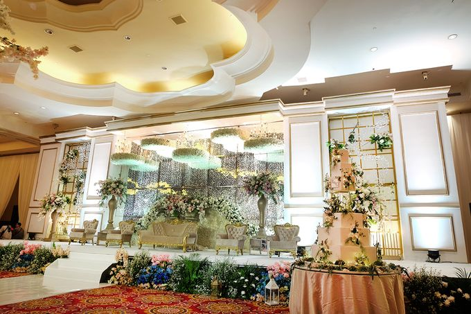 The Wedding of Eric & Cindy - Ritz Carlton Kuningan Ballroom by The Swan Decoration - 003