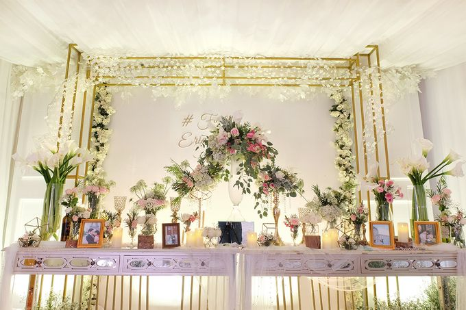 The Wedding of Eric & Cindy - Ritz Carlton Kuningan Ballroom by The Swan Decoration - 007
