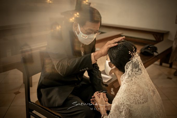 Intimate Wedding of Astri & Aldo by Saturasi Moment - 011