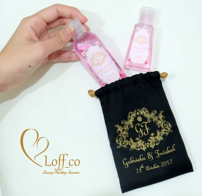 Deep Cleansing Hand Soap and Shower Gel by Loff_co souvenir - 026